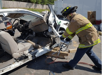 Jaws of life car spreading and cutting